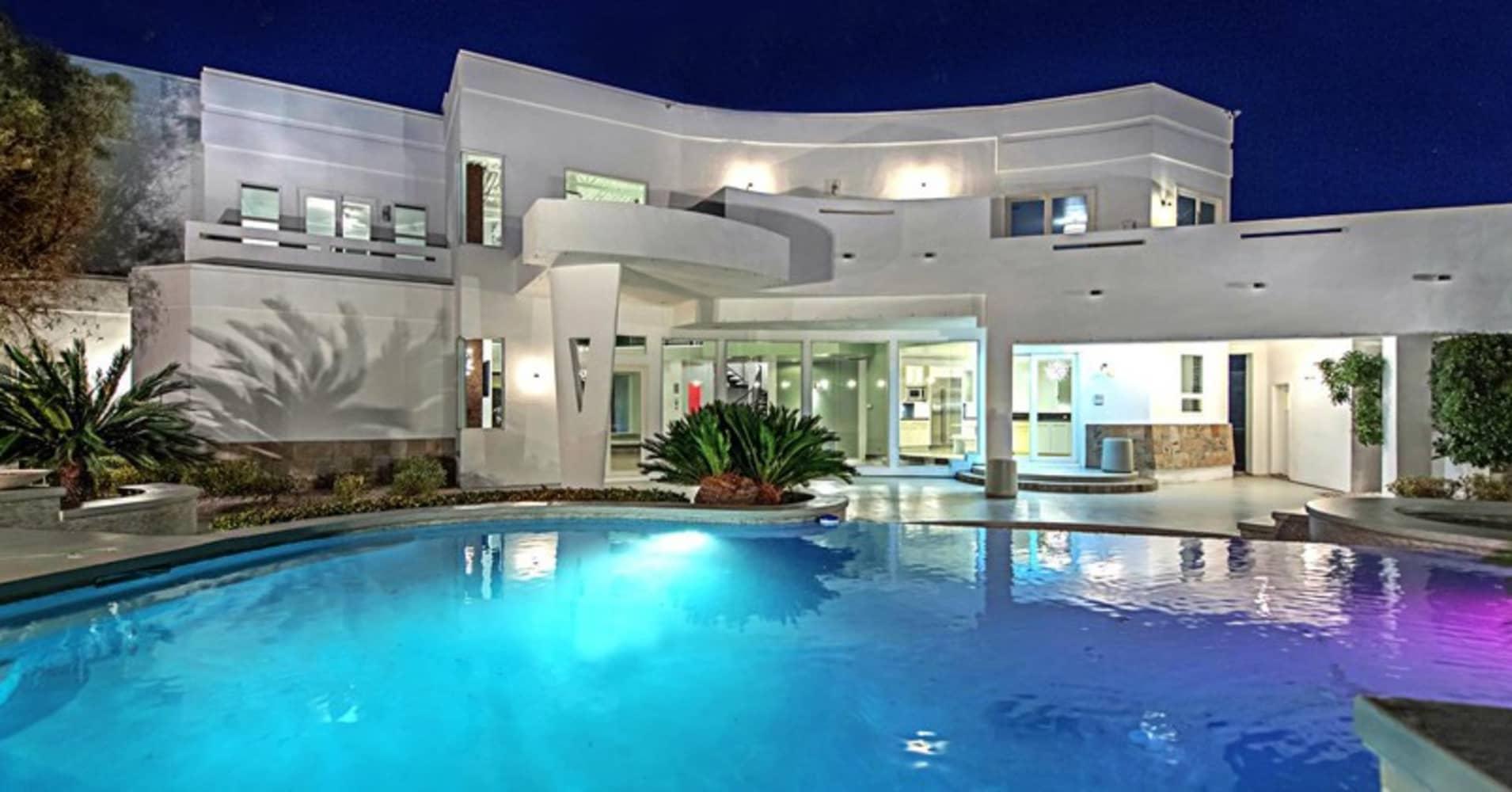 Mike tyson 39 s las vegas mansion on sale for 1 5 million for 7 a la maison episodes