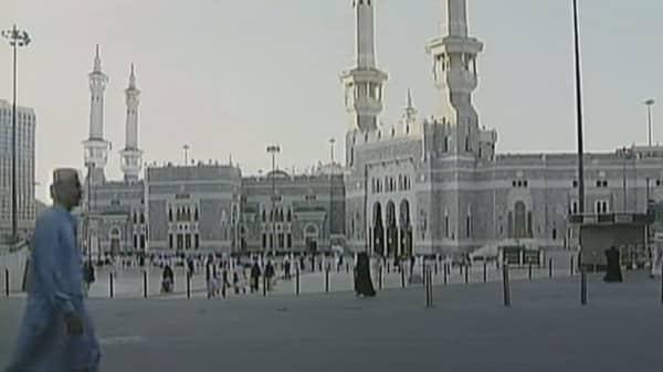 Saudi Arabia to cut contract spending