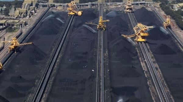 Glencore putting Australian coal train fleet on the block