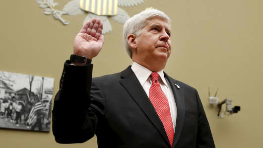 "Michigan Governor Rick Snyder is sworn in to testify before a House Oversight and government Reform hearing on ""Examining Federal Administration of the Safe Drinking Water Act in Flint, Michigan, Part III"" on Capitol Hill in Washington March 17, 2016."