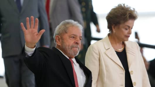 Brazil's former president, Luiz Inacio Lula da Silva (L) walks with President Dilma Rousseff as he is sworn in as the new chief of staff in the Planalto Palace on March 17, 2016 in Brasilia, Brazil.
