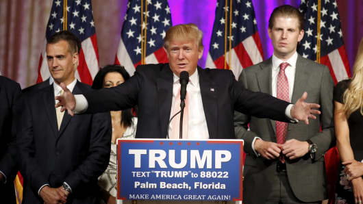 Republican U.S. presidential candidate Donald Trump stands between his campaign manager Corey Lewandowski (L) and his son Eric (R) as he speaks about the results of the Florida, Ohio, North Carolina, Illinois and Missouri primary elections during a news conference held at his Mar-A-Lago Club in Palm Beach, Florida, March 15, 2016.