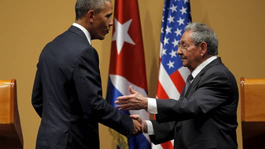 U.S. President Barack Obama shakes hands with Cuban President Raul Castro after a news conference as part of Obama's three-day visit to Cuba, in Havana March 21, 2016.