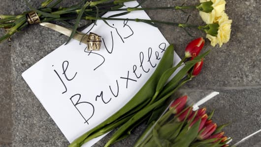 People bring flowers to the Belgian Embassy in Moscow to pay tribute to the Brussels terror attack victims, March 22, 2016.