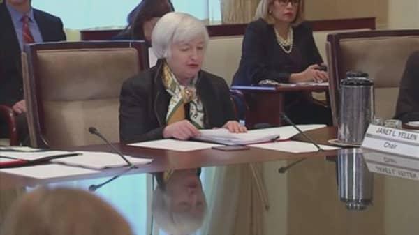 Fed Chair Yellen faces mini revolt