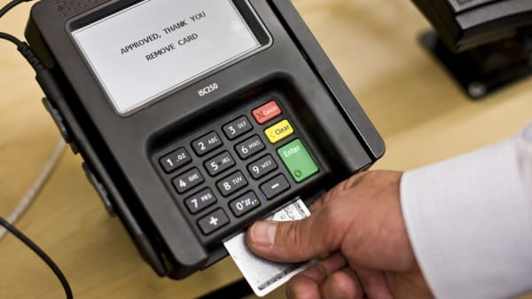 A payment terminal with a digital chip reader at a Wal-Mart Supercenter in North Bergen N.J., Sept. 23, 2015. Thousands of U.S. retailers are frustrated by delays in the certification of their digital chip-reading systems.