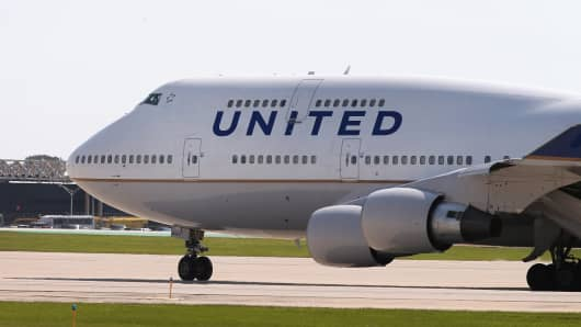 A United Airlines jet