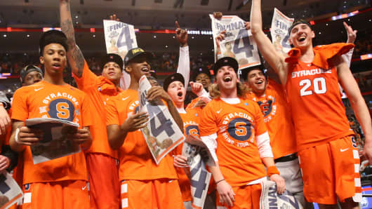Syracuse players celebrate after defeating the Virginia Cavaliers in the championship game of the Midwest Regional of the NCAA Tournament in Chicago, March 27, 2016.
