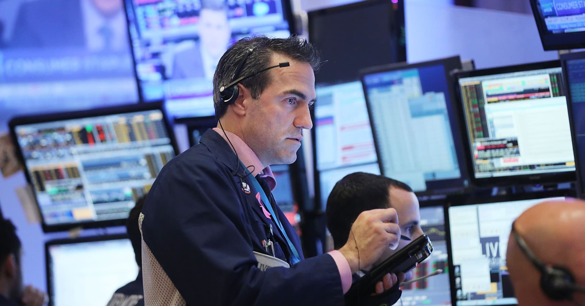 Wall Street set for a weak open, as political turmoil, Barcelona terror attack weighs