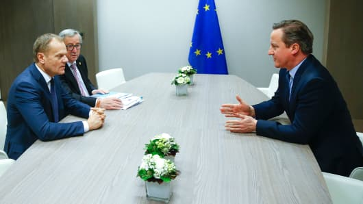 British Prime Minister David Cameron (R) attends a meeting with and European Council President Donald Tusk (L) and European Commission President Jean Claude Juncker (C) during a European Union leaders summit addressing the talks about the so-called Brexit and the migrants crisis in Brussels on February 19, 2016.