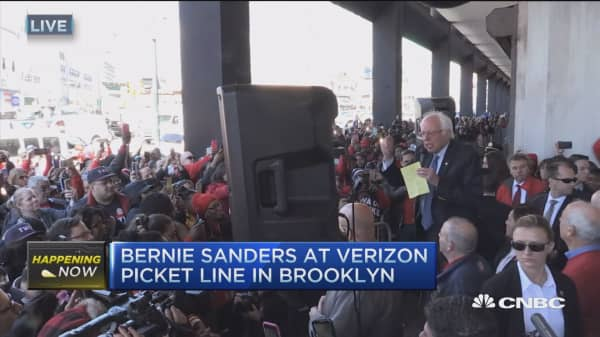 Sanders to VZ strikers: I'm here with you