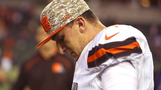 Johnny Manziel #2 of the Cleveland Browns walks off of the field after being defeated by the Cincinnati Bengals 31-10 at Paul Brown Stadium on November 5, 2015 in Cincinnati, Ohio.