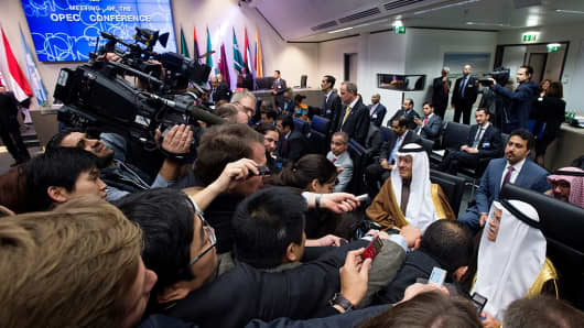 Saudi Arabia's minister of Oil and Mineral Resources Ali al-Naimi is surrounded by journalists at an OPEC meeting.