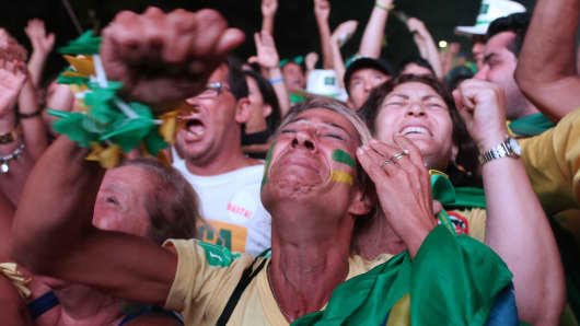 Opponents of President Dilma Rousseff celebrate after the Lower House of Congress voted to proceed with her impeachment in Brasilia April 17, 2016.