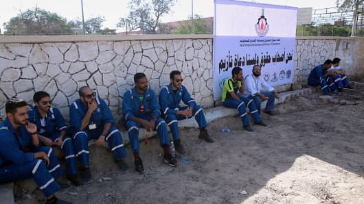 Kuwaiti oil workers arrive at the union headquarter in Al-Ahmadi on April 17, 2016 to protest.