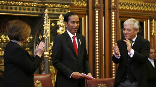 Speaker of the House of Commons John Bercow (R) applauds Indonesia's President Joko Widodo, who spoke to parliamentarians at the Palace of Westminster on April 19, 2016 in London.
