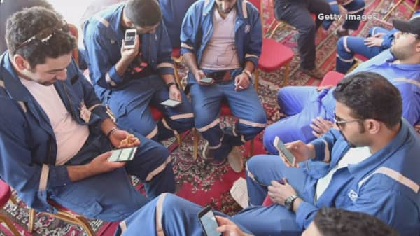 Kuwaiti oil workers end strike, oil prices fall