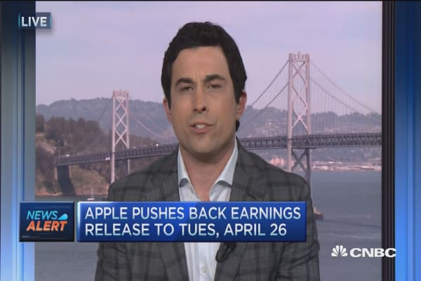 Apple pushes back earnings release
