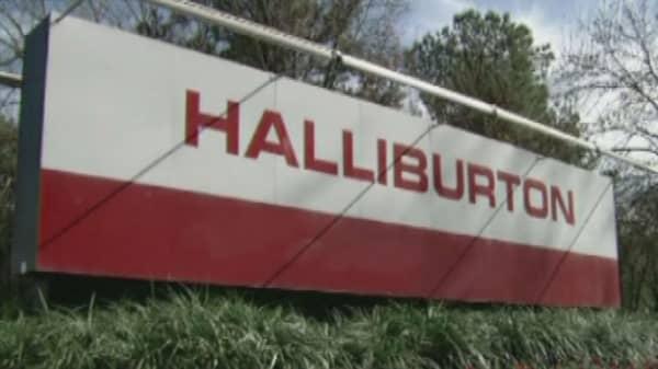 Halliburton cut jobs, delays earnings call