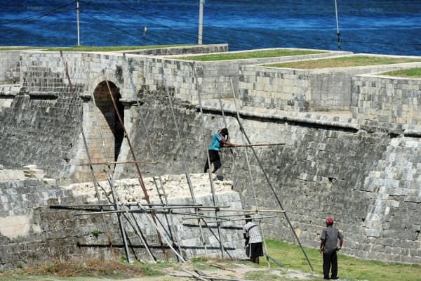 Sri Lankan labourers work on the ramparts and moat in front of the 17th century Dutch-built Jaffna Fort that is undergoing restoration after being destroyed by war.