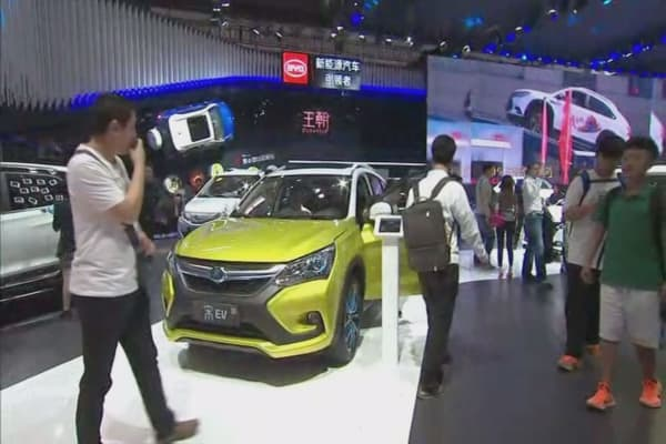 Beijing Auto Show replaces 'car show girls' for male models