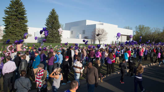 Music fans visit a memorial outside Paisley Park, the home and studio of Prince, on April 22, 2016 in Chanhassen, Minnesota.