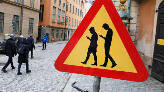Warning sign mobile phone users