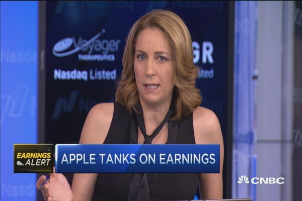 Apple tumbles after earnings