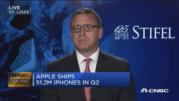 Apple shares plunge on miss