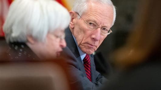 Stanley Fischer listens as Janet Yellen, left, speaks at a Board of Governors meeting.