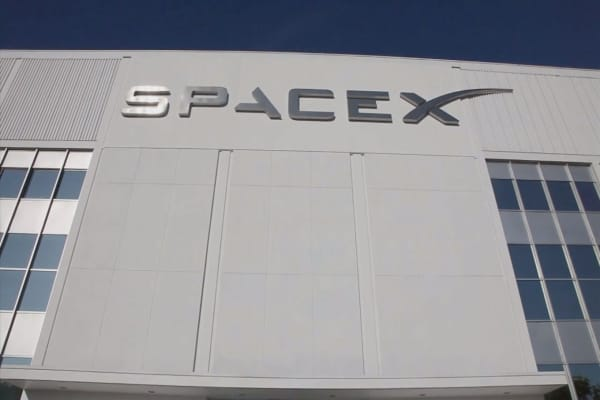 SpaceX is shooting for Mars in 2 years
