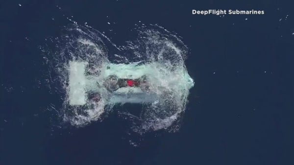 Personal submarine modeled after a drone