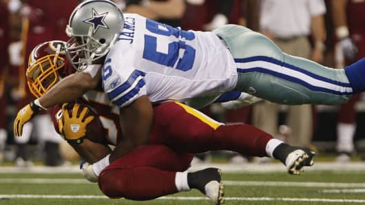 Dallas Cowboys middle linebacker Bradie James tackles Washington Redskins running back Rock Cartwright November 22, 2009.