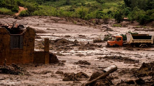 Two dams of an iron mine belonging to Samarco (a Vale joint venture) broke in the city of Mariana on nov 5th, in the brazilian state of Minas Gerais, spreading tons of extraction waste through kilometers, and leaving a track of destruction in the subdistrict of Bento Rodrigues and an area of around 70 km Mariana, Brazil, on 10th November 2015.