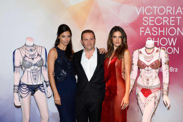 Pascal Mouawad with Victoria's Secret models Adriana Lima, left, and Alessandra Ambrosio, right, at the November 2014 launch of the Dream Angels Fantasy Bra in Las Vegas.