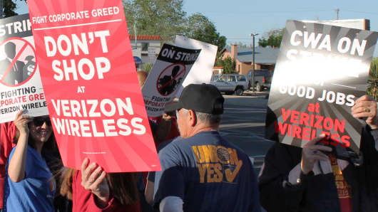 Union workers protest outside Verizon's annual shareholder meeting in Albuquerque, New Mexico.