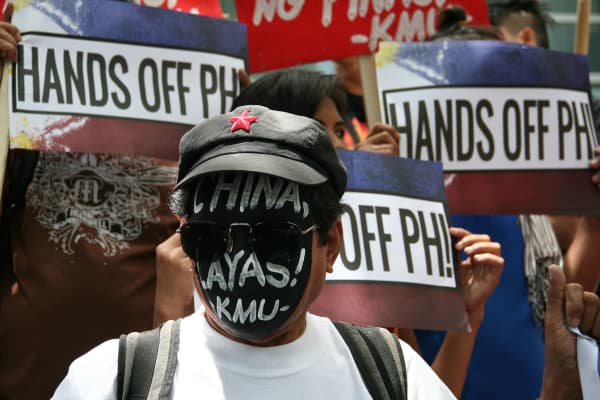 Filipino protesters at the Chinese embassy in Makati City in July 2007 to coincide with the first day of a hearing at the Permanent Court of Arbitration in The Hague into the two countries' competing territorial claims.