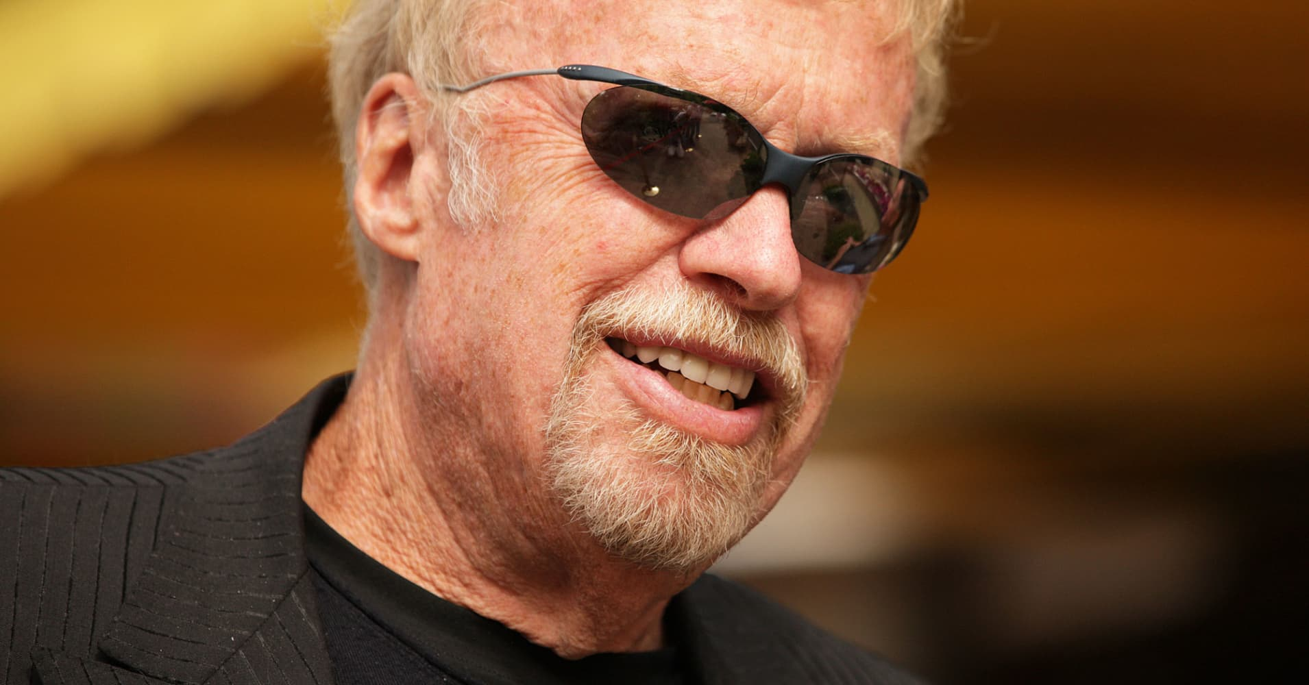 how phil knight turned a dream into a 25 billion fortune. Black Bedroom Furniture Sets. Home Design Ideas