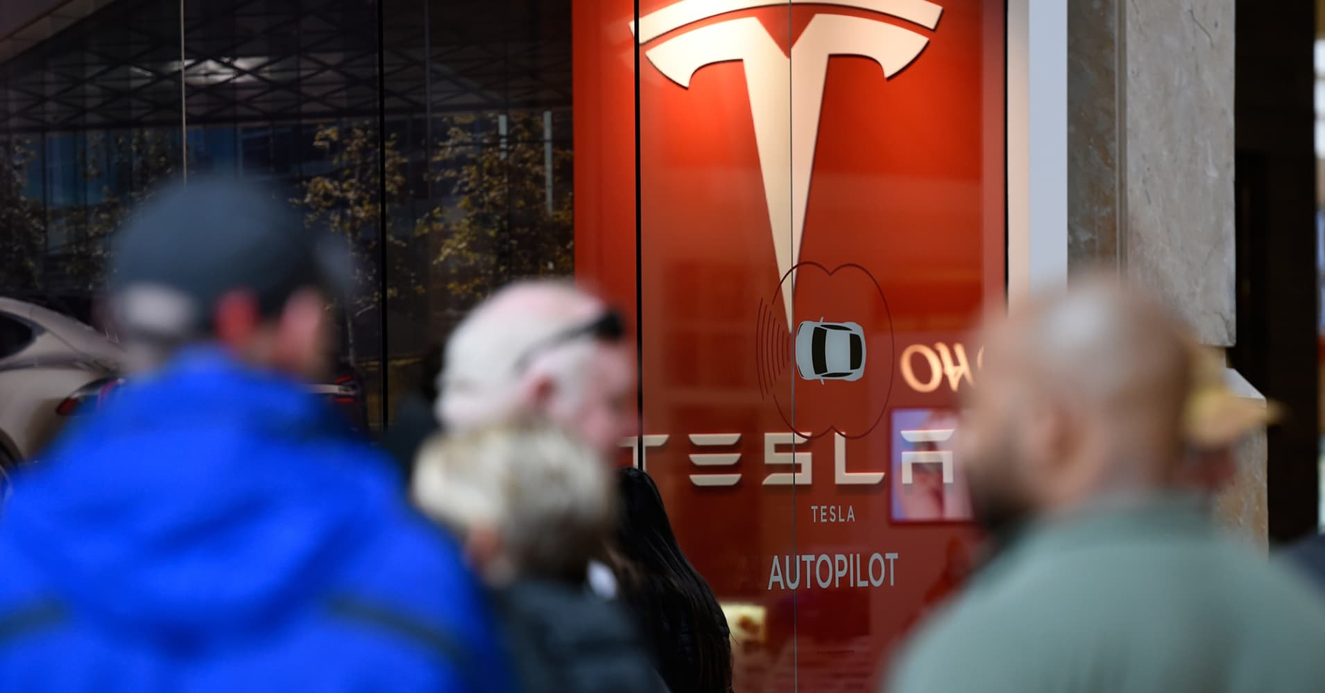 Tesla's Largest Institutional Investor Just Cut its Stake in Half