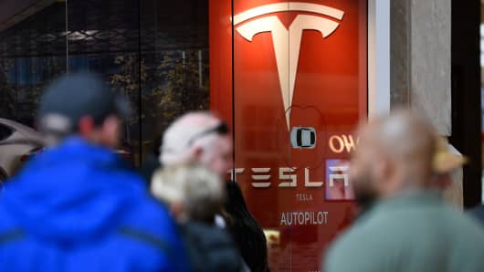 Tesla fans standing in long lines to preorder the new Tesla in March, 2016.