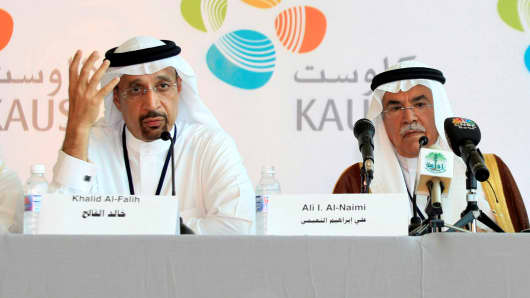 Saudi Aramco President and Chief Executive Khalid A. al-Falih (L) and Saudi Arabia's Oil Minister Ali al-Naimi attend a news conference at the opening ceremony of the King Abdullah University of Science and Technology in Jeddah, Sept. 23, 2009.