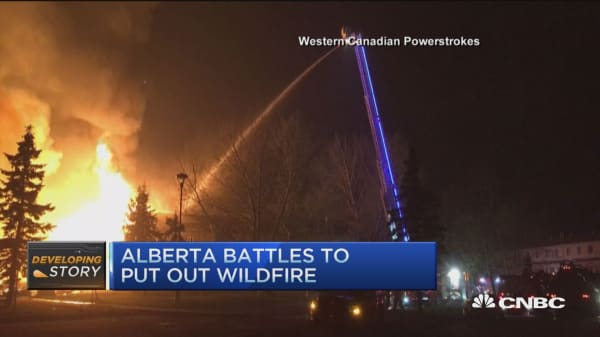 Alberta fire displacing nearly 100K residents