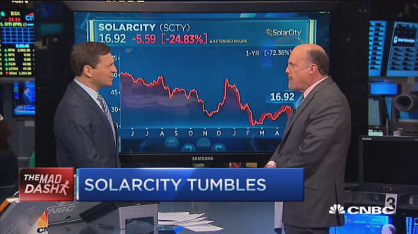 Cramer's Mad Dash: SolarCity tumbles