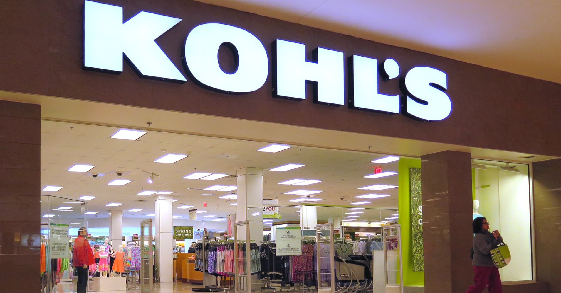 Kohl's is putting a Weight Watchers studio in one of its stores as part of a wellness push
