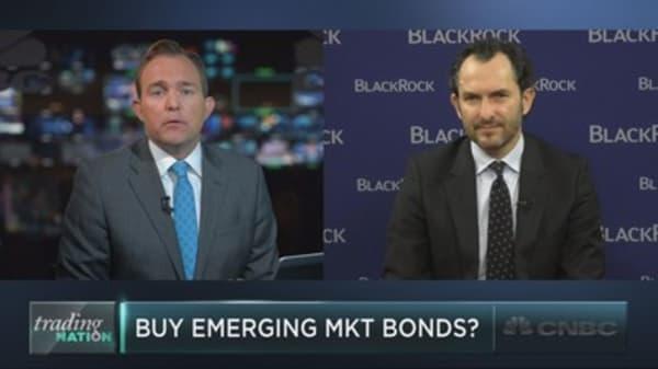 BlackRock expert: Buy emerging market bonds