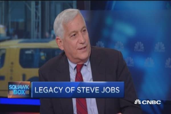 Walter Isaacson: Apple CEO Tim Cook great but ...