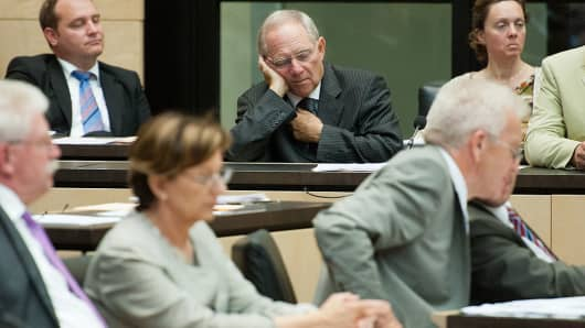 Wolfgang Schäuble appears tired in the German parliament.