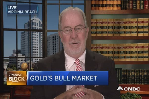 Gartman: Gold soars as investors move out of currencies