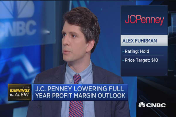 JCP revenues fall short, lowers profit margin outlook