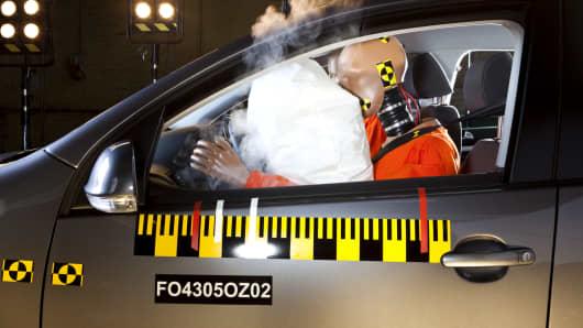 Airbag deploy test